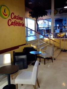 Cafétéria Casino dans le centre commercial de Carrefour Brogny